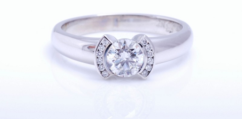 GIA Qualified diamond expert Julian Bartrom, a sources of high quality and excellent cut diamonds direct