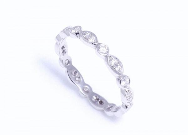 Unique diamond wedding ring in platinum