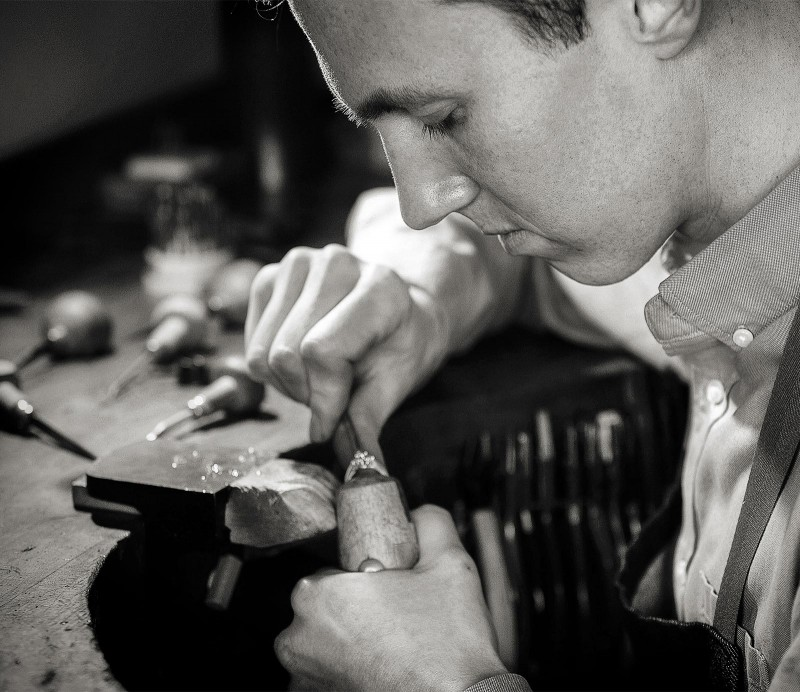 Julian Bartrom, custom jewelry designer, working on custom made jewellery and custom made engagement rings
