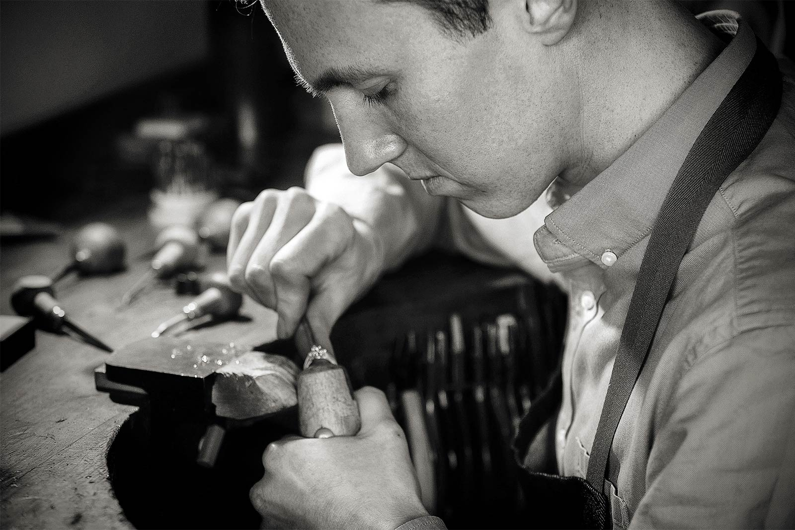 Auckland jewellery designers Julian Bartrom specialising in custom jewellery and custom made engagement ring design