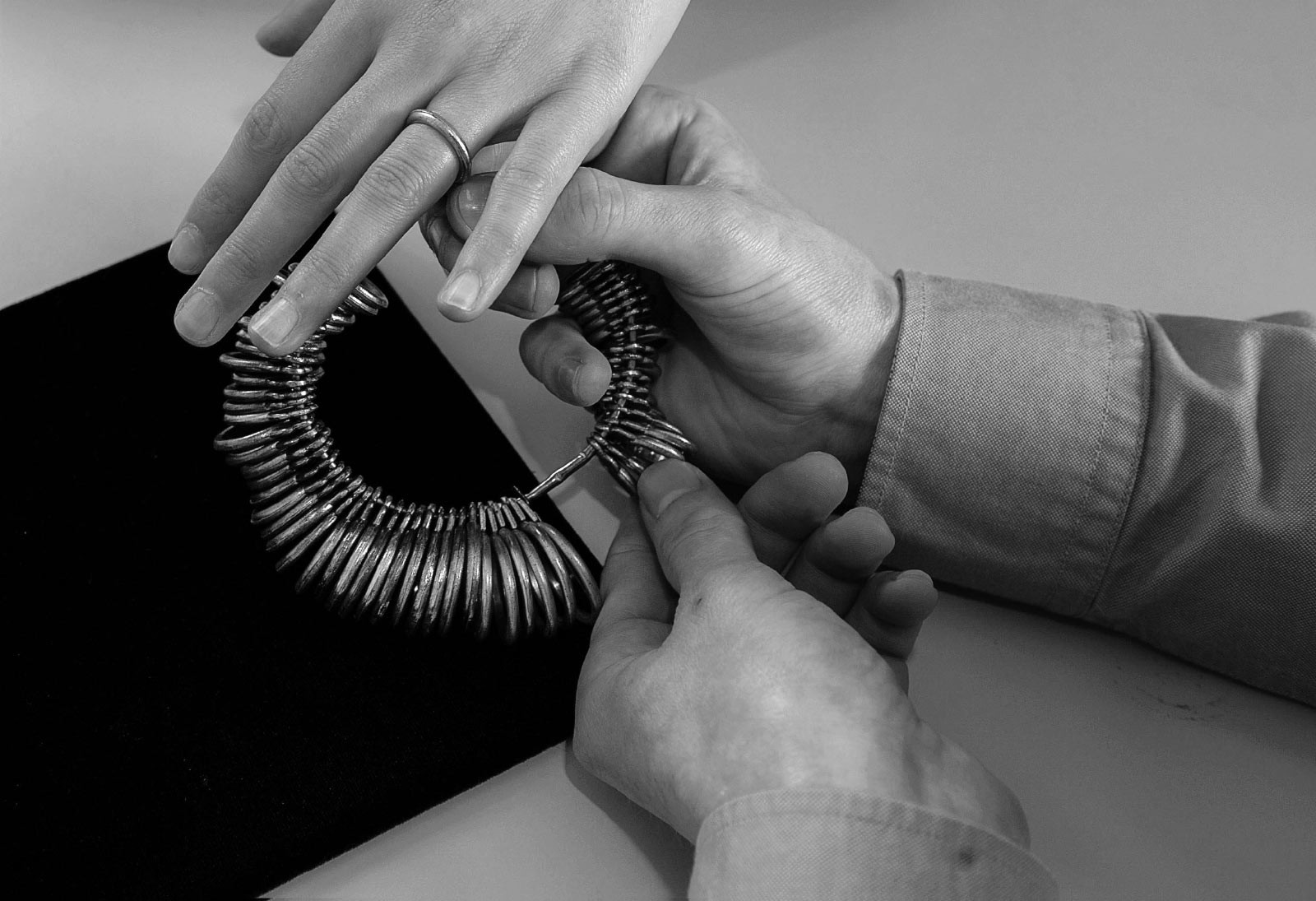 6. Check the size. Customized engagement ring, personalised fine jewellery and brilliant cut diamonds in Auckland