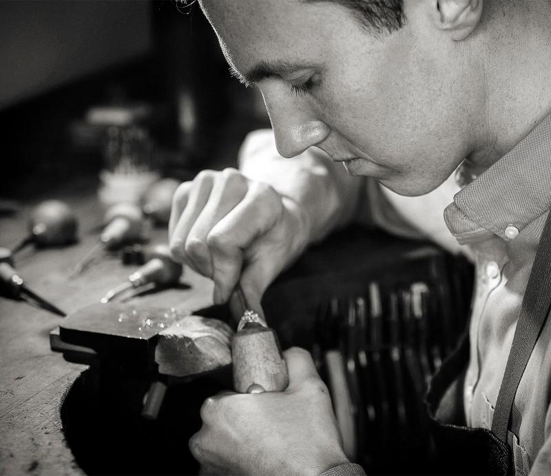 Julian Bartrom, custom jewelry designer, working on custom made jewellery and custom made engagement rings