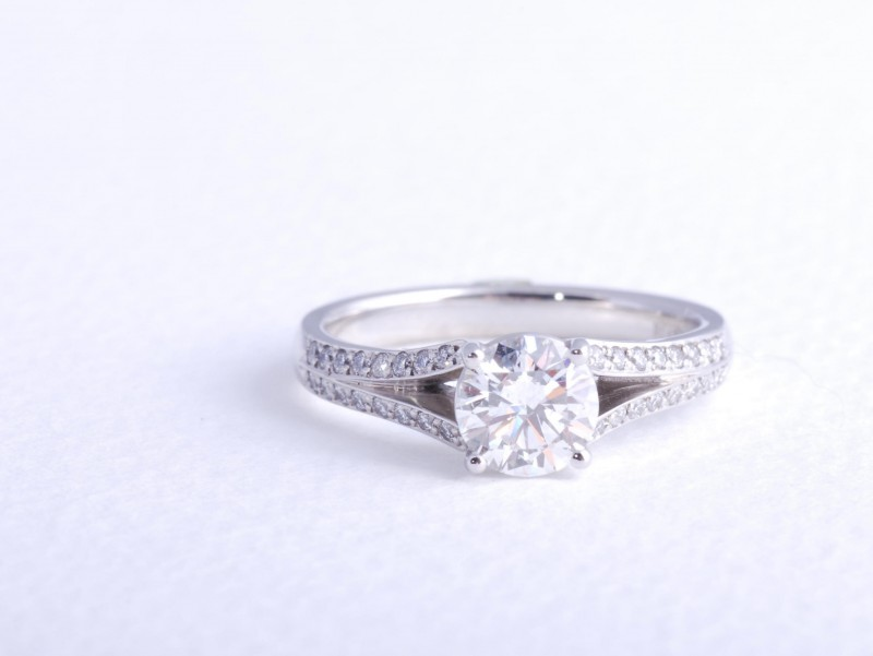 Hand crafted jewellery and custom engagement rings, personally designed by engagement ring designer Julian Bartrom.