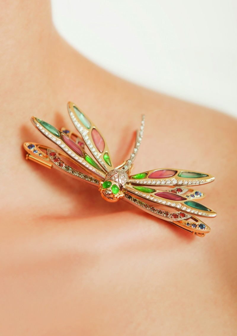 Winning gold dragonfly brooch or the New Zealand Jewellery Design Awards