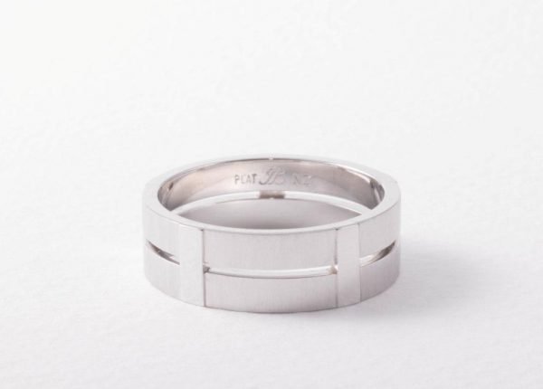 Men's platinum custom-made wedding ring by Auckland jewellery designer Julian Bartrom Jewellery.